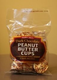 Trader Joe's dark chocolate peanut butter cups are our favorite for this recipe!